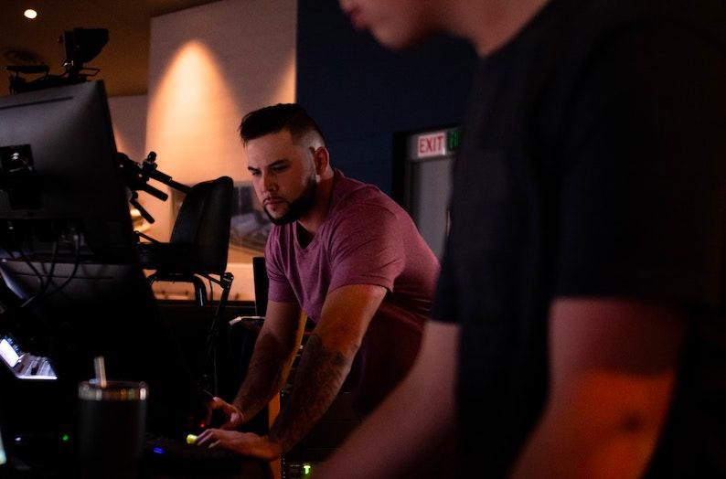 Les masterclass en studio sont une excellente manière d'apprendre la composition musicale et toutes les techniques du son directement auprès de compositeurs et ingénieurs du son professionnels et renommés.