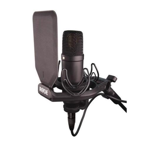 Pour un bon mixage des voix, le matériel d'enregistrement doit être de bonne qualité - le Rode 1 est un exemple de micro de qualité et pas cher